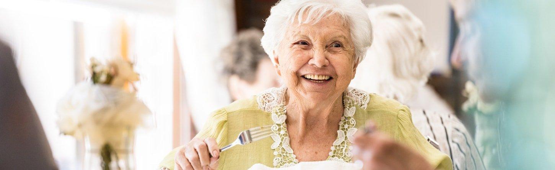 senior living resident dining