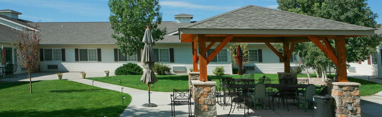 pueblo west patio - amenities